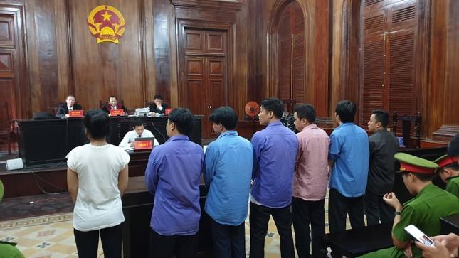 Vợ bác sĩ Chiêm Quốc Thái lĩnh 18 tháng tù vì thuê giang hồ chém chồng ảnh 1