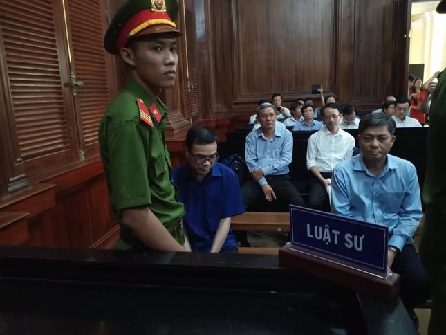 Bắt đầu xét xử nguyên Phó Chủ tịch UBND TPHCM Nguyễn Hữu Tín và đồng phạm ảnh 4
