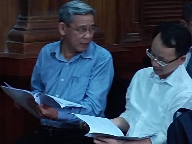 Bắt đầu xét xử nguyên Phó Chủ tịch UBND TPHCM Nguyễn Hữu Tín và đồng phạm ảnh 3