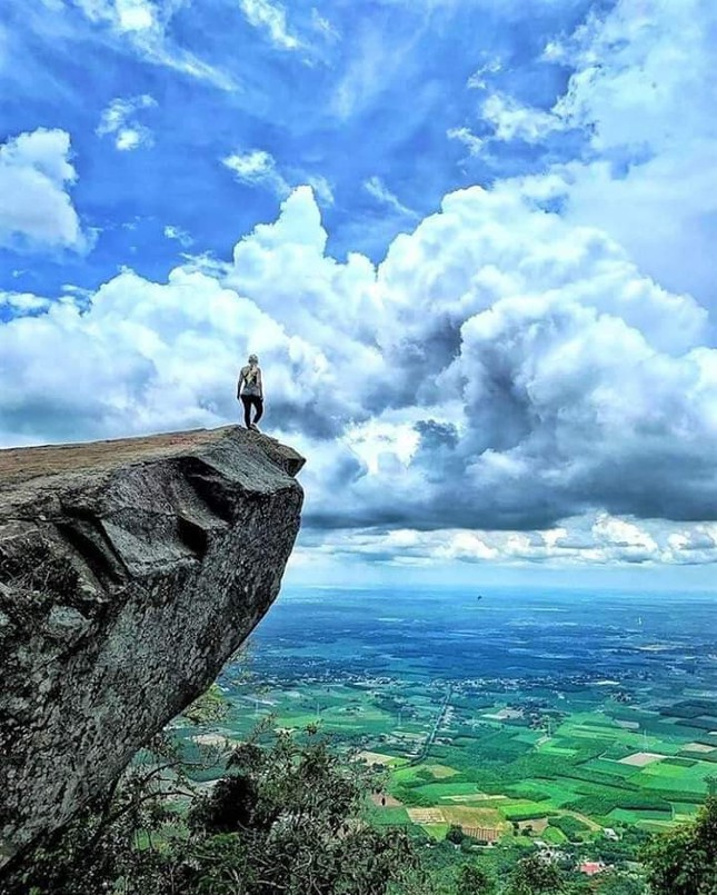 Lên đỉnh 'nóc nhà Đông Nam Bộ' chỉ mất 8 phút ảnh 2