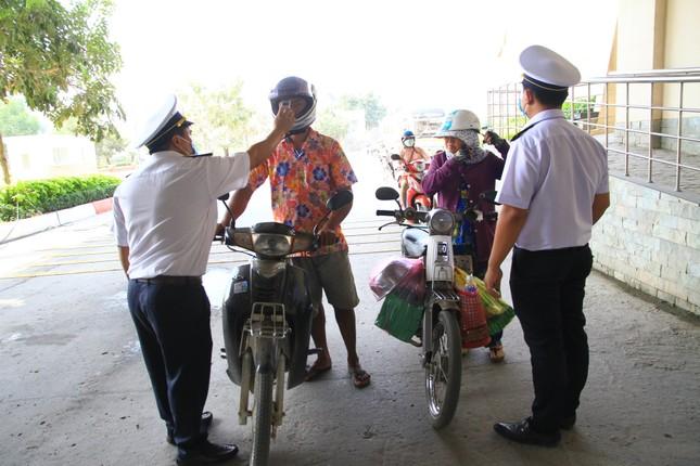 Hơn 1.700 người phải cách ly: Giám sát chặt nhập cảnh qua cửa khẩu Mộc Bài ảnh 2