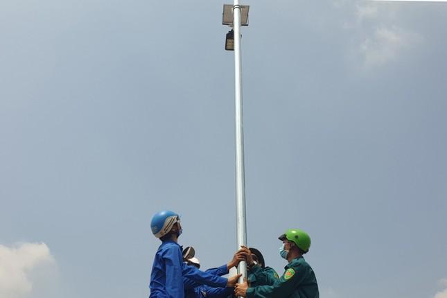 Thanh niên Tây Ninh thắp sáng 23 km đường tuần tra biên giới ảnh 2