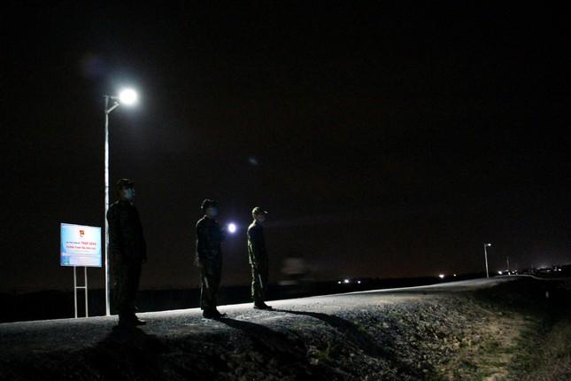 Thanh niên Tây Ninh thắp sáng 23 km đường tuần tra biên giới ảnh 5