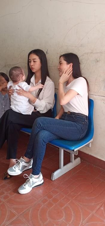 'Người đẹp nhân ái': Thí sinh HHVN 2020 mang 'cơm hạnh phúc' cho trẻ em, người già ảnh 2