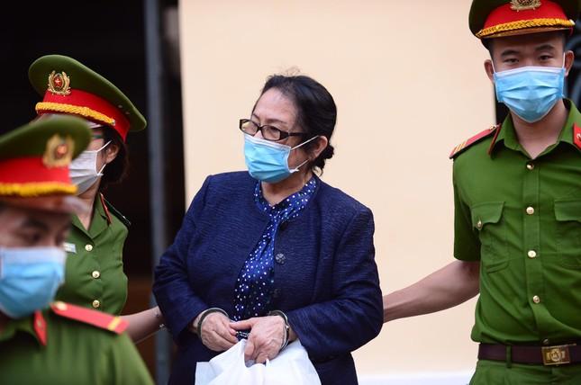 'Đại gia' Dương Thị Bạch Diệp bị đề nghị mức án chung thân ảnh 1