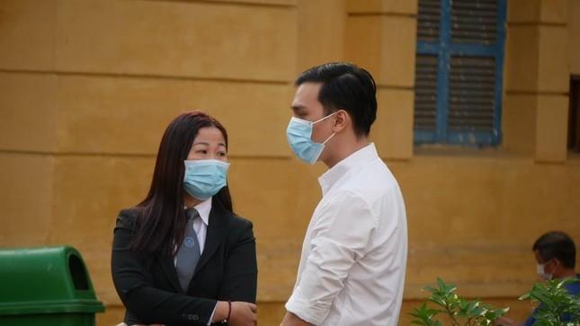 Xét xử nam tiếp viên Vietnam Airlines làm lây lan dịch COVID-19 ảnh 1