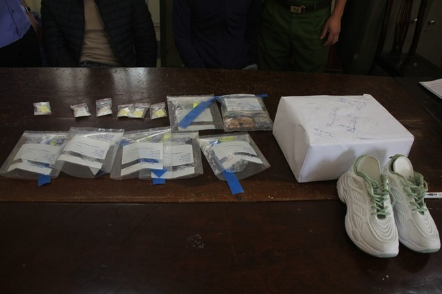 Hai người bị bắt khi chuyển ma túy từ Châu Âu về Việt Nam ảnh 2