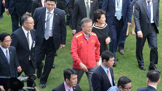 Tổng thống Hàn Quốc sút bóng giao lưu cùng U23 Việt Nam ảnh 1