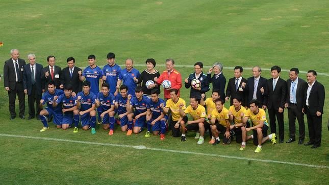 Tổng thống Hàn Quốc sút bóng giao lưu cùng U23 Việt Nam ảnh 8