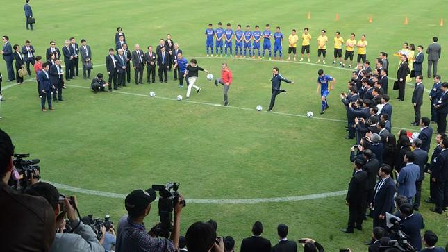 Tổng thống Hàn Quốc sút bóng giao lưu cùng U23 Việt Nam ảnh 9