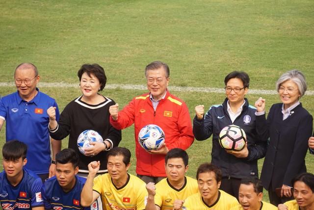 Tổng thống Hàn Quốc sút bóng giao lưu cùng U23 Việt Nam ảnh 5