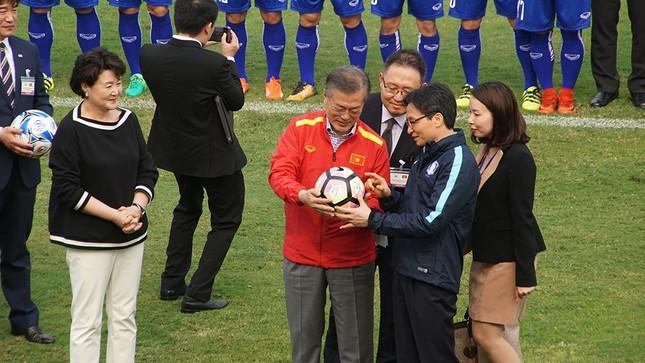 Tổng thống Hàn Quốc sút bóng giao lưu cùng U23 Việt Nam ảnh 2