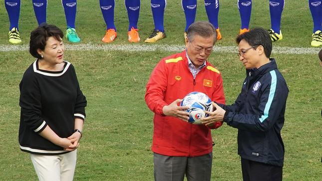 Tổng thống Hàn Quốc sút bóng giao lưu cùng U23 Việt Nam ảnh 3