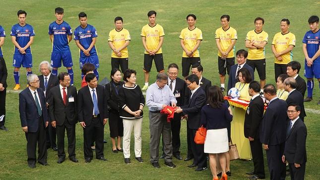 Tổng thống Hàn Quốc sút bóng giao lưu cùng U23 Việt Nam ảnh 6