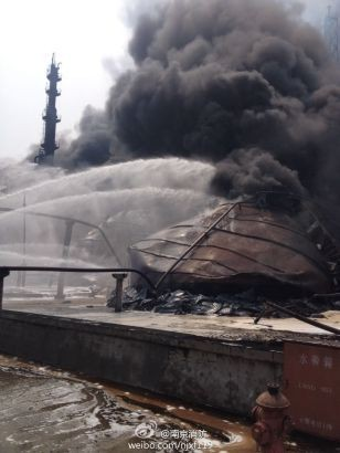 Cháy dữ dội tại nhà máy lọc dầu Trung Quốc ảnh 10