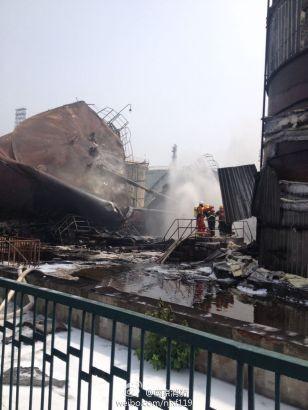Cháy dữ dội tại nhà máy lọc dầu Trung Quốc ảnh 11