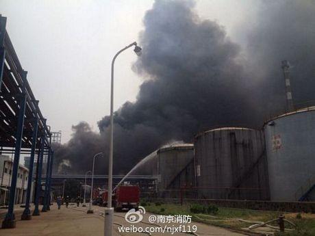 Cháy dữ dội tại nhà máy lọc dầu Trung Quốc ảnh 4