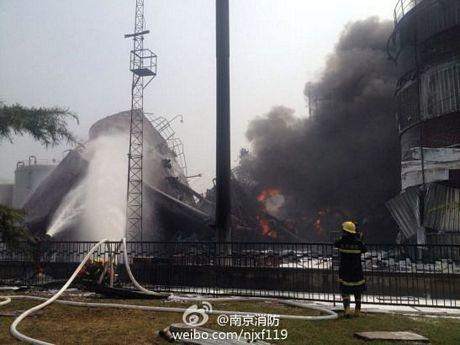Cháy dữ dội tại nhà máy lọc dầu Trung Quốc ảnh 6