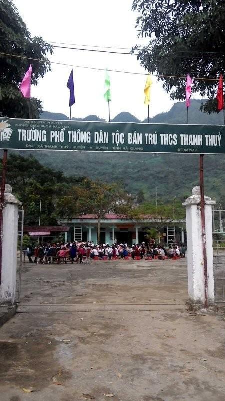Tặng sách vở và chăn ấm cho học sinh biên giới Hà Giang ảnh 9