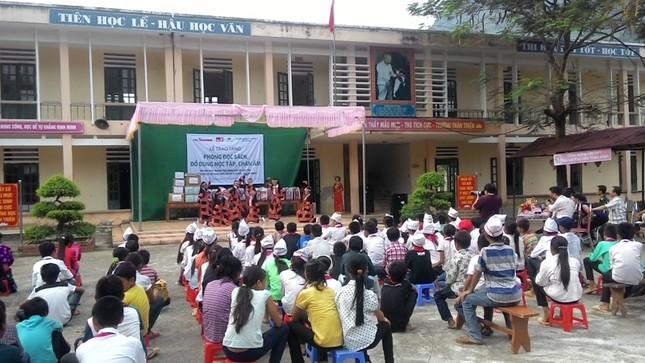 Tặng sách vở và chăn ấm cho học sinh biên giới Hà Giang ảnh 13