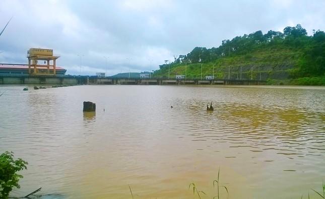 Một thanh niên mất tích ở lòng hồ thủy điện sâu 18 mét ảnh 1