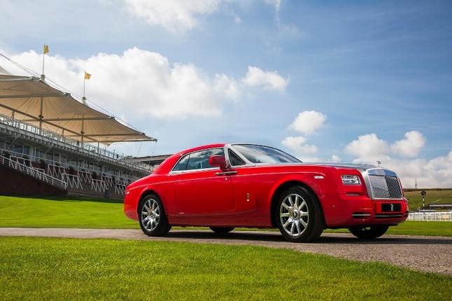 Chiêm ngưỡng Rolls-Royce đỏ chót độc nhất vô nhị ảnh 1