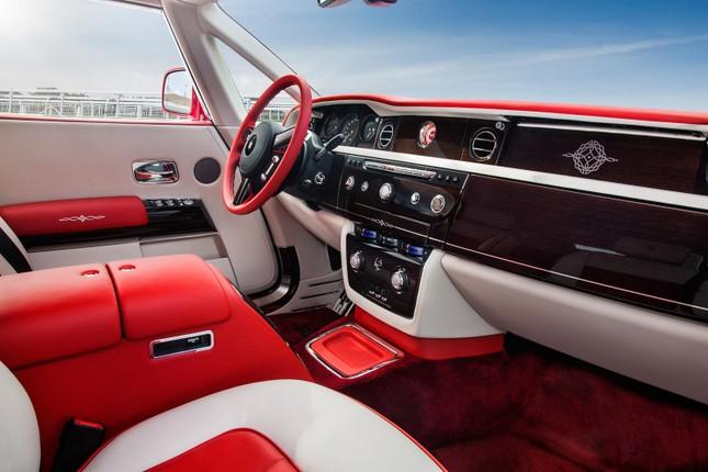 Chiêm ngưỡng Rolls-Royce đỏ chót độc nhất vô nhị ảnh 4