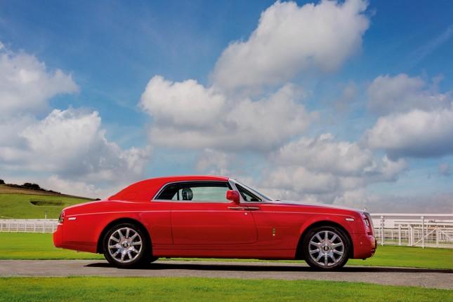 Chiêm ngưỡng Rolls-Royce đỏ chót độc nhất vô nhị ảnh 7