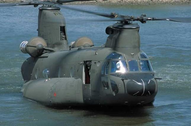 Mục kích trực thăng CH-47 hạ cánh trên mặt nước ảnh 5