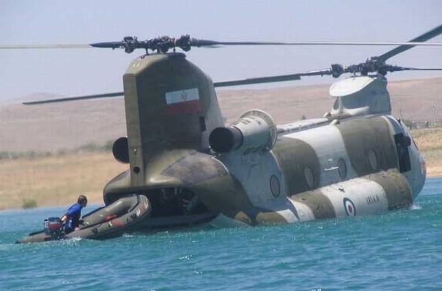 Mục kích trực thăng CH-47 hạ cánh trên mặt nước ảnh 8