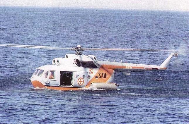 Mục kích trực thăng CH-47 hạ cánh trên mặt nước ảnh 9
