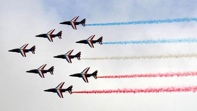 Chiến đấu cơ 'tranh tài' tại triển lãm hàng không Paris ảnh 2
