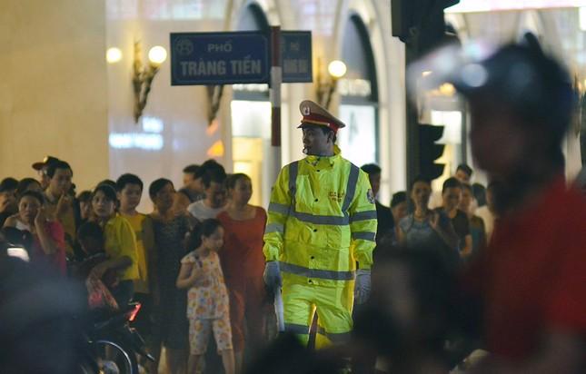 Giao thông Thủ đô tắc nghẽn sau màn pháo hoa ảnh 3