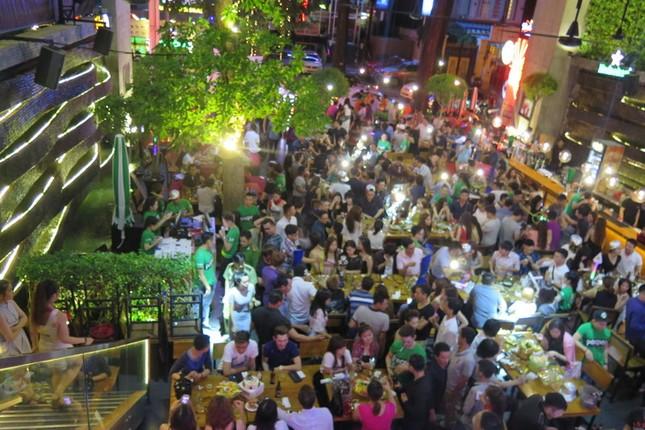 Đột kích Beer Club lớn nhất Sài Gòn ảnh 1