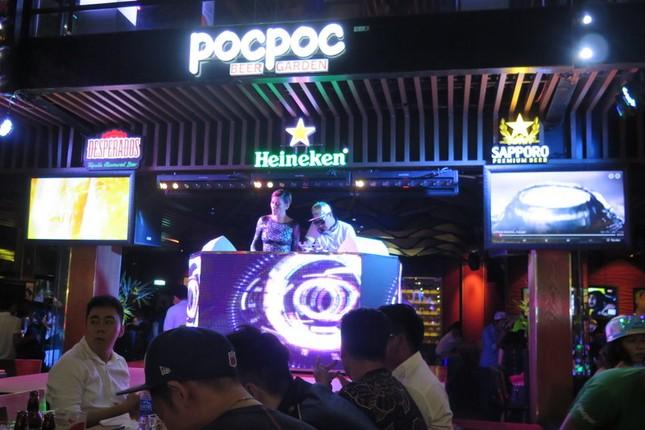 Đột kích Beer Club lớn nhất Sài Gòn ảnh 2