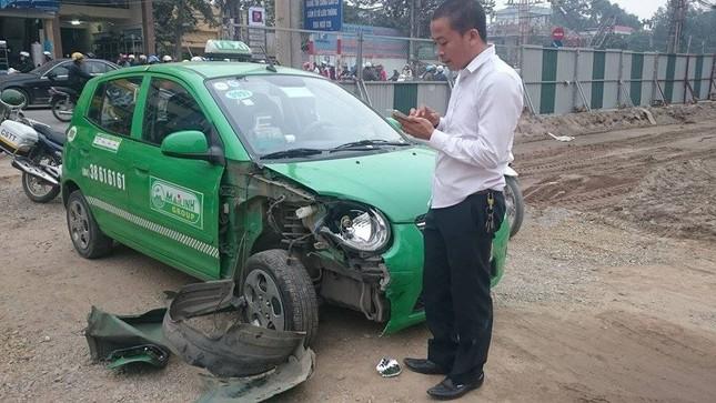 'Xe điên' đâm nát taxi, xe máy: Đường Trường Chinh tắc nghẽn ảnh 3