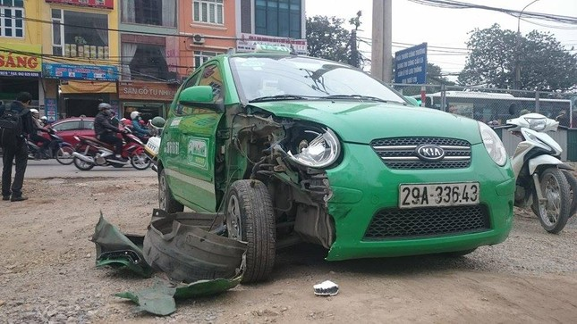 'Xe điên' đâm nát taxi, xe máy: Đường Trường Chinh tắc nghẽn ảnh 6