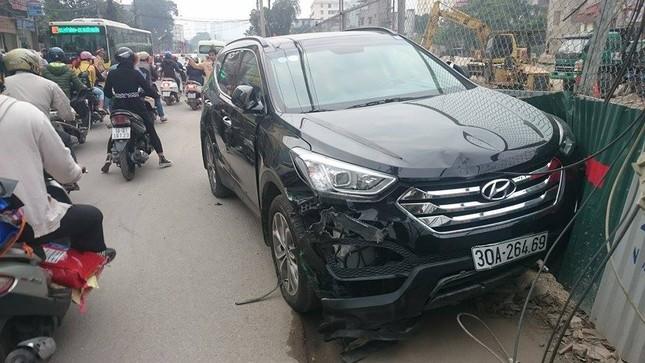 'Xe điên' đâm nát taxi, xe máy: Đường Trường Chinh tắc nghẽn ảnh 4