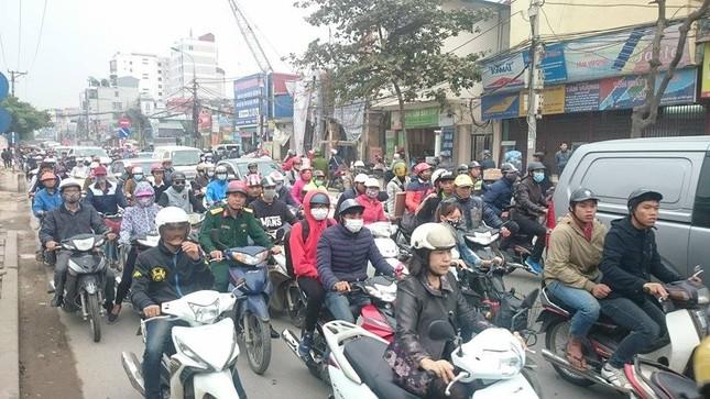 'Xe điên' đâm nát taxi, xe máy: Đường Trường Chinh tắc nghẽn ảnh 9