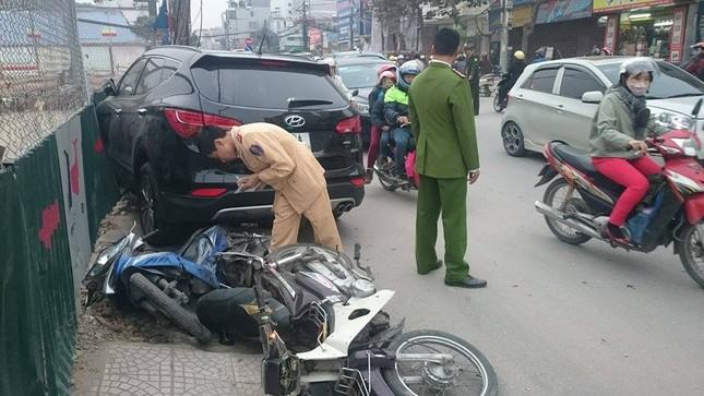 'Xe điên' đâm nát taxi, xe máy: Đường Trường Chinh tắc nghẽn ảnh 10
