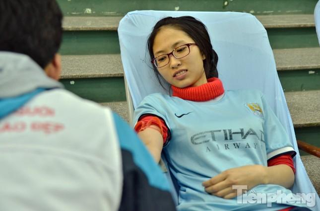 Chủ Nhật Đỏ 2016: Hàng trăm sinh viên tiếp tục hiến máu ảnh 12