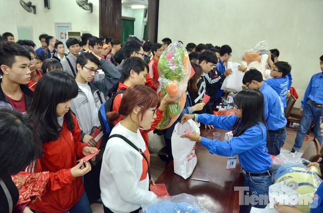 Chủ Nhật Đỏ 2016: Hàng trăm sinh viên tiếp tục hiến máu ảnh 13