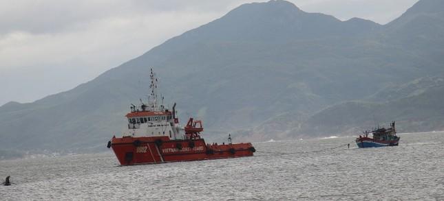 Cảnh sát biển cứu tàu cá cùng 10 ngư dân gặp nạn ảnh 1