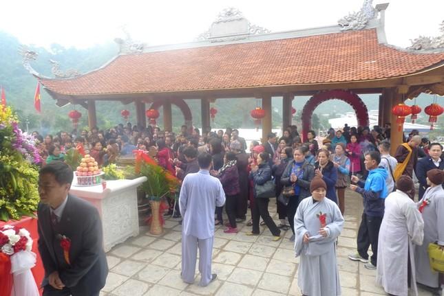 Lạng Sơn: Nô nức đi lễ chùa, xin lộc đầu Xuân ảnh 2