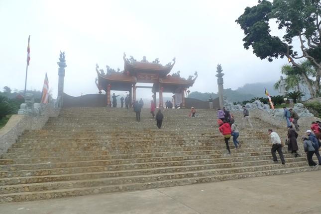 Lạng Sơn: Nô nức đi lễ chùa, xin lộc đầu Xuân ảnh 3