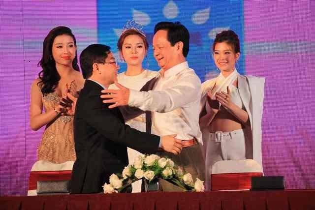 Công bố và ký kết với các nhà tài trợ Hoa hậu Việt Nam 2016 ảnh 1