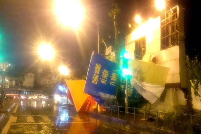 Hà Nội: Mưa lớn nhiều tuyến đường ùn tắc, ngập sâu nửa mét ảnh 3