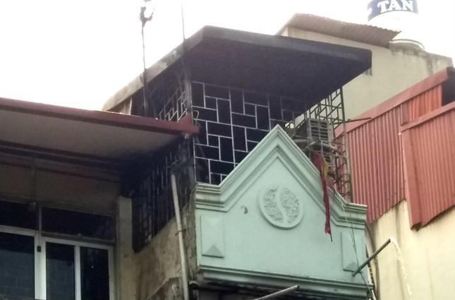 Cháy lớn tại ngôi nhà cao tầng trên phố Quốc Tử Giám ảnh 2