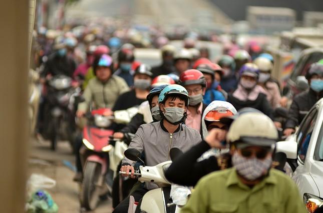 Hàng loạt tuyến đường ở Thủ đô ùn tắc giờ cao điểm buổi sáng ảnh 7