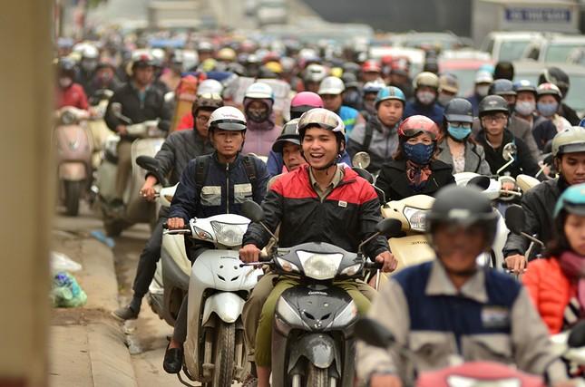 Hàng loạt tuyến đường ở Thủ đô ùn tắc giờ cao điểm buổi sáng ảnh 6